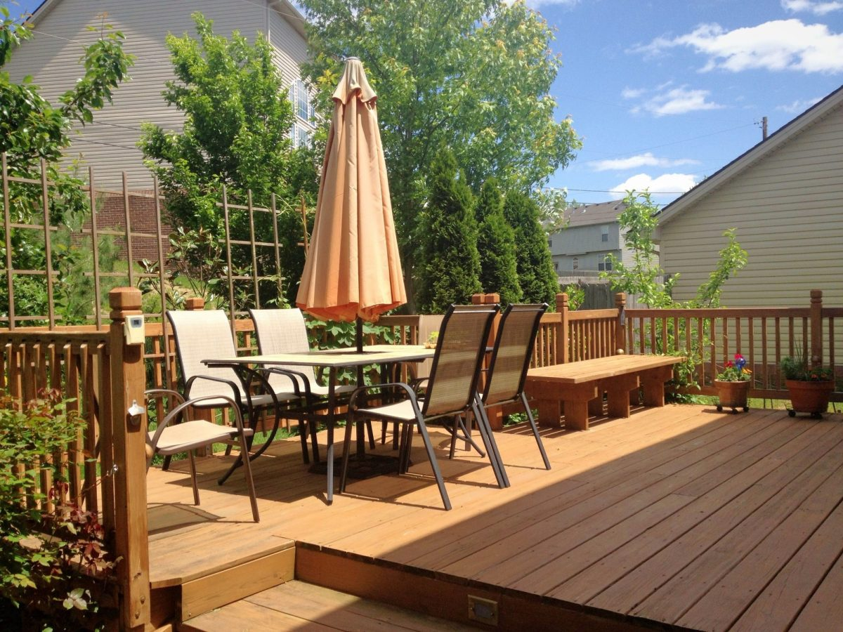 Should Deck Restoration Be Done by a Professional?