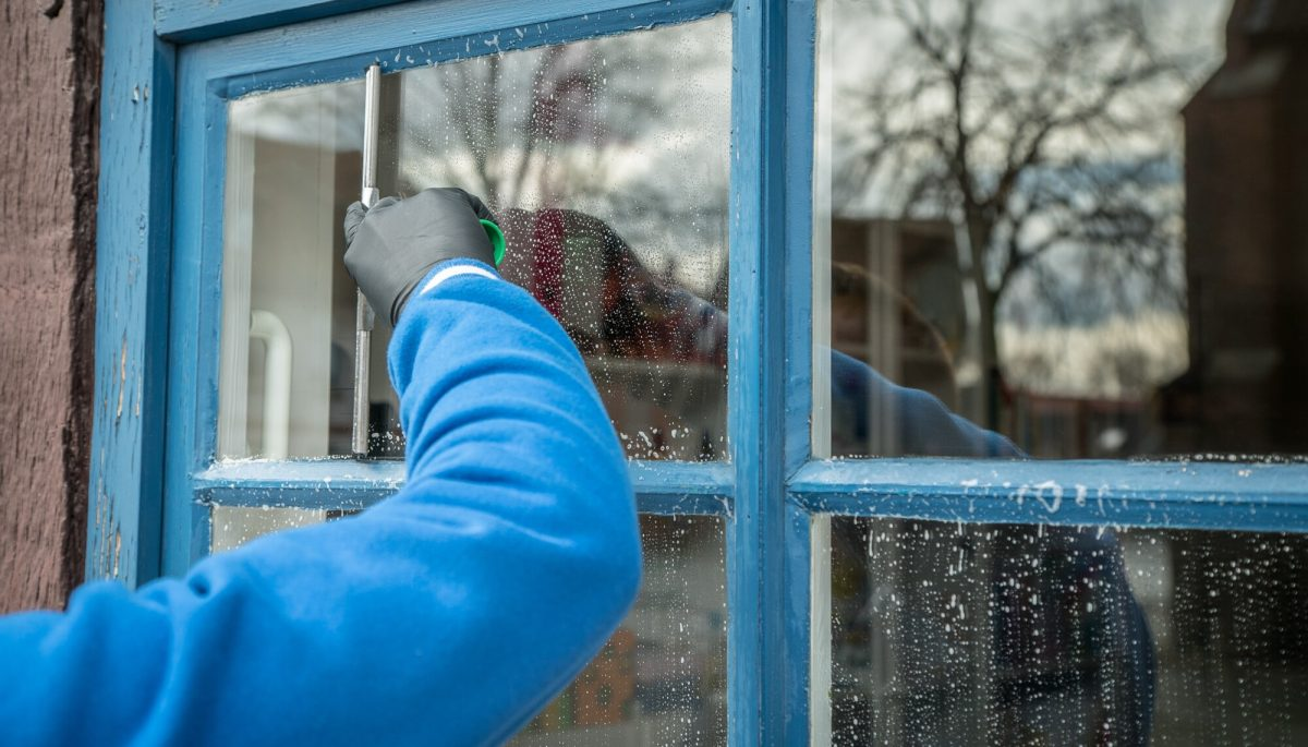 7 Questions to Ask Before Hiring Professional Window Cleaners